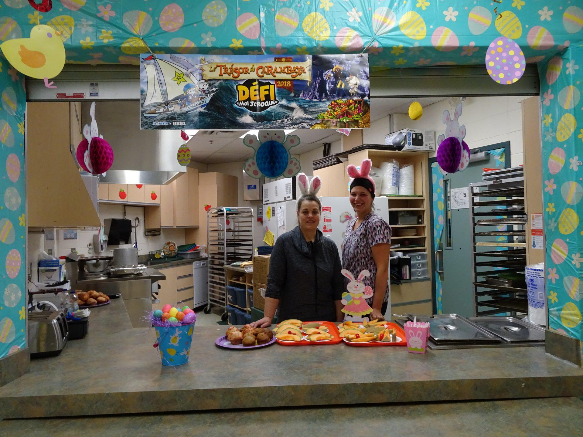 Une Cafeteria Tres Coloree Ecole Primaire De L Aquarelle